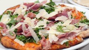 Pizza z szynką parmeńską