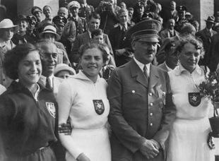 Marysia Kwaśniewska i jej zdjęcie z Hitlerem, które ratowało życie