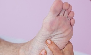 Refleksoterapia – masaż stóp, który wycisza, relaksuje i leczy