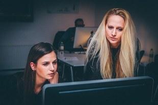 Równość w biznesie - kobiety wciąż uwięzione między lepką podłogą a szklanym sufitem