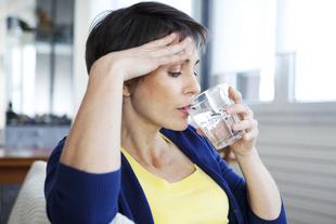 77% Polek uważa uderzenia gorąca za charakterystyczną dolegliwość okresu przekwitania