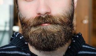 Badania mówią, że męskiej brodzie jest tyle bakterii, ile w toalecie!