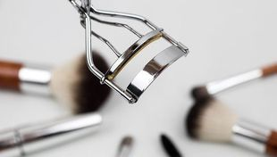 Jak powiększyć oczy makijażem i jakich błędów unikać?