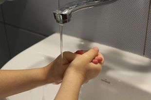 Tylko 25% Polaków myje prawidłowo ręce po wyjściu z toalety