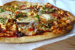 Tarta z serami, anchois i mizuną