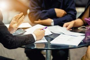Umowa pożyczki pomiędzy osobami fizycznymi – jak bezpiecznie pożyczyć komuś pieniądze?