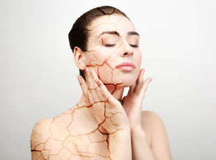 Przesuszona i mało jędrna skóra twarzy? Podpowiadamy, jak sobie z nią poradzić