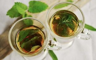 8 herbat, które spalają więcej tłuszczu niż godzina na siłowni. Pij je codziennie!