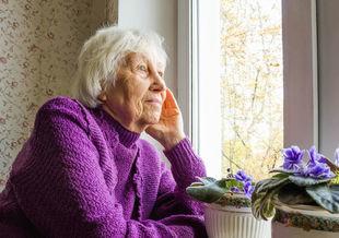 Samotność polskiego seniora to narastający problem społeczny