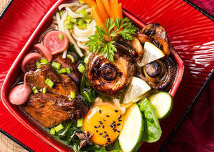 Zupa orientalna z indykiem i makaronem