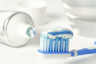 Co jest w twojej paście do zębów? Oto składniki, jakie tam znajdziesz