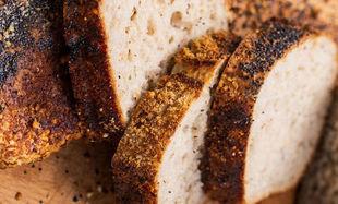 Chleb żytnio-pszenny z makiem