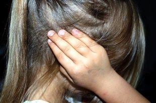 Szkolne inwektywy: dziewczyny słyszą inne wyzwiska niż chłopcy