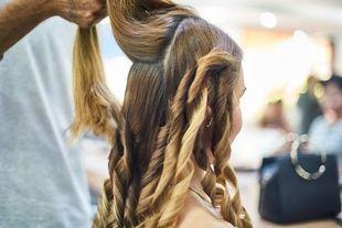 Bezpieczna stylizacja włosów. Jak poskromić długie włosy i ich nie zniszczyć?
