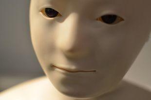 Zakochiwanie się w robotach będzie coraz częstszym zjawiskiem