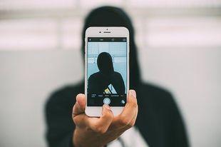 Efekt selfie? Coraz więcej pacjentów popada w dysmorfofobię