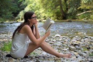 Z książką kobiecie do twarzy