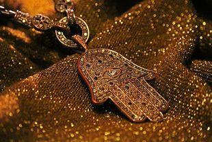 Jak oczyścić amulet ze złej energii i sprawić, by znowu spełniał swoją funkcję ochronną?