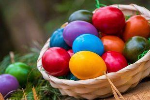Dlaczego malujemy na kolorowo pisanki i czemu kościół w średniowieczu zakazał jedzenia jajek w czasie Wielkiego Postu?