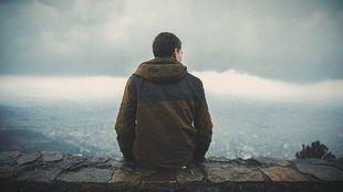 Cztery cechy charakteru, które wskazują, że twojemu facetowi brak pewności siebie