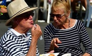 Jak dieta dla seniorów? Wcale nie musi być lekkostrawna! Jest tylko jeden warunek