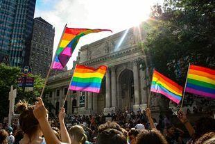 """""""Jestem biseksualna, ale nie identyfikuję się z tęczową rodziną LGBT"""""""