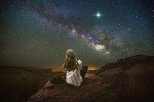 Osiem kroków, które pozwolą ci otworzyć się na Wszechświat i żyć w zgodzie ze sobą