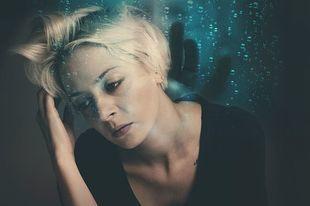 Menopauza i stres. Unikaj go jak ognia, bo przytyjesz jeszcze więcej!
