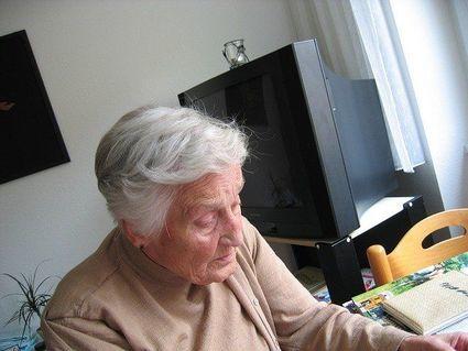 Jak zapobiec kurczeniu się mózgu na starość? Zadbaj o tę jedną witaminę!