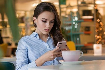Uważasz, że inni są szczęśliwsi od ciebie? Nie siedź godzinami na Facebooku!