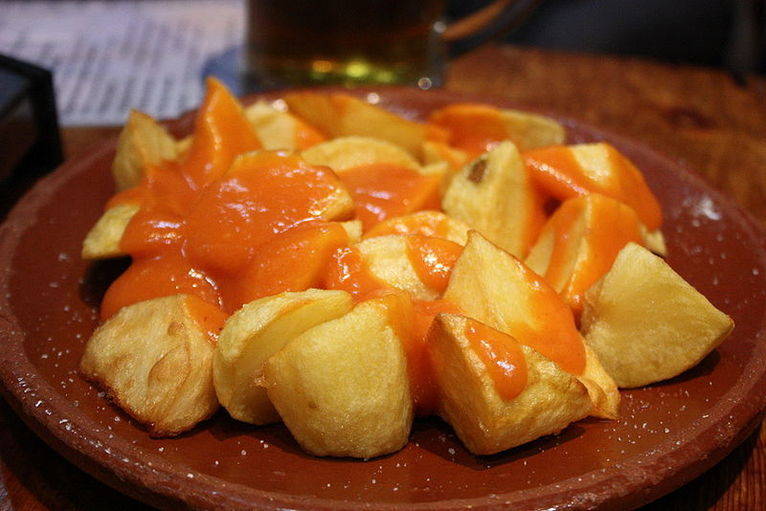 {{Information |Description={{es|Plato de patatas bravas.}} |Source=[http://www.flickr.com/photos/49215102@N00/3469397237/ casa toni patatas bravas] |Date=2009-04-18 14:53 |Author=[http://www.flickr.com/people/49215102@N00 Krista] |Permission= |other_vers