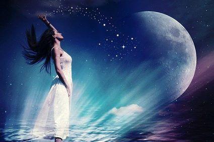 Dziś pełnia Niebeskiego Księżyca w Byku. Oto przesłanie dla każdego znaku zodiaku