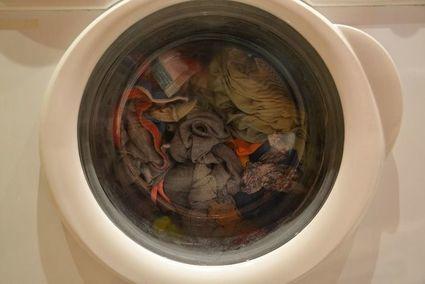Jak pozbyć się nieprzyjemnego zapachu z pralki raz na zawsze?
