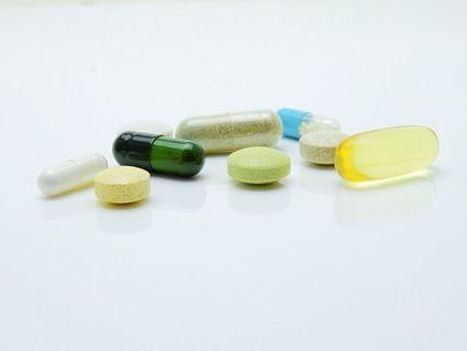 Przyjmowanie suplementów może obniżyć ryzyko COVID-19, ale tylko u kobiet?