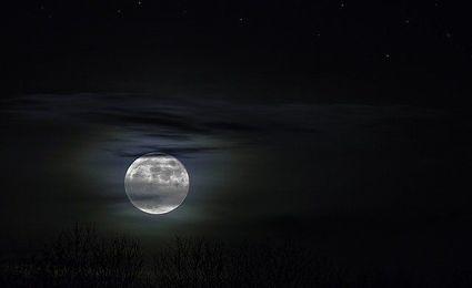 30 grudnia - ostatnia pełnia Księżyca w tym roku. Co przyniesie znakom zodiaku?