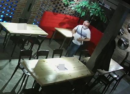 Lublin - ukradł portfel i wyszedł. Policja prosi o pomoc w rozpoznaniu sprawcy