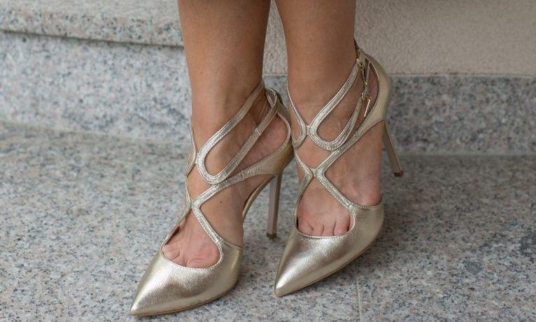 Złote buty do codziennych kreacji