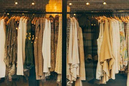 Panie ubierające się w większe rozmiary coraz chętniej korzystają z oferty internetowych second handów