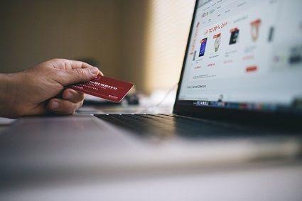 Jak uniknąć oszustwa w internecie? Przydatny poradnik