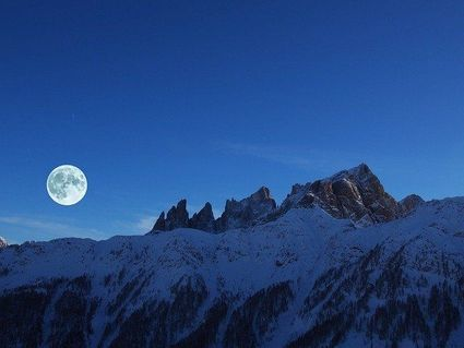 Nadchodzi pełnia Śnieżnego Księżyca. Co nam przyniesie?