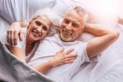 Menopauza i bezpieczny seks. Kiedy można zrezygnować z antykoncepcji?