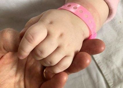 W Polsce matki zostawiają w szpitalach ponad 300 noworodków rocznie. Ośrodek TULI LULI szuka dla części z nich opiekunów