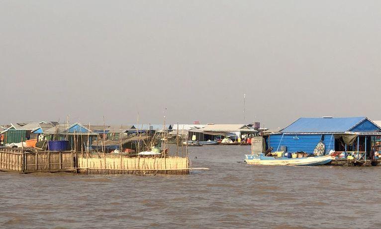 Kambodża - pływająca wioska na jeziorze Tonlé Sap