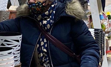 Pojechałam do supermarketu. Jedna trzecia klientów ma maseczki na brodzie. Tak przestrzegamy zaleceń w szczycie epidemii