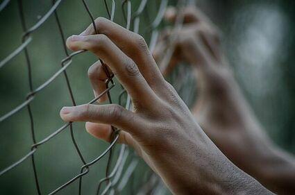 Niewinni też trafiają do więzień, a dla nich to trauma do końca życia