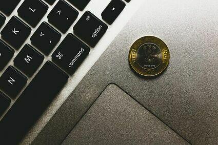 Jak przyciągnąć do siebie bogactwo? - mało znany rytuał z monetą