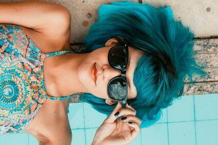 Jak lepiej wyglądać na kamerce internetowej? Co zrobić z włosami?