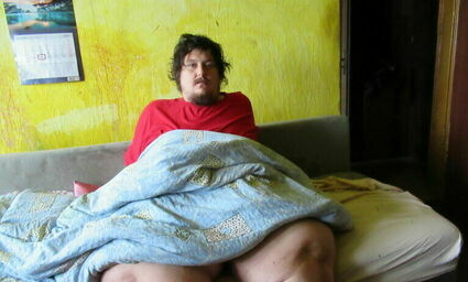 Adrian waży 250 kg i od sześciu lat nie wychodzi z domu. Marzy o tym, by zostać nauczycielem historii