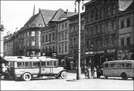 Autobusy na strzegomskim Rynku - lata 30-te XX w.