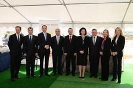 od lewej: Urs Jordi – Prezes Aryzta Food Europe; Wiesław Witkowski - Z-ca Burmistrza Strzegomia; Wal